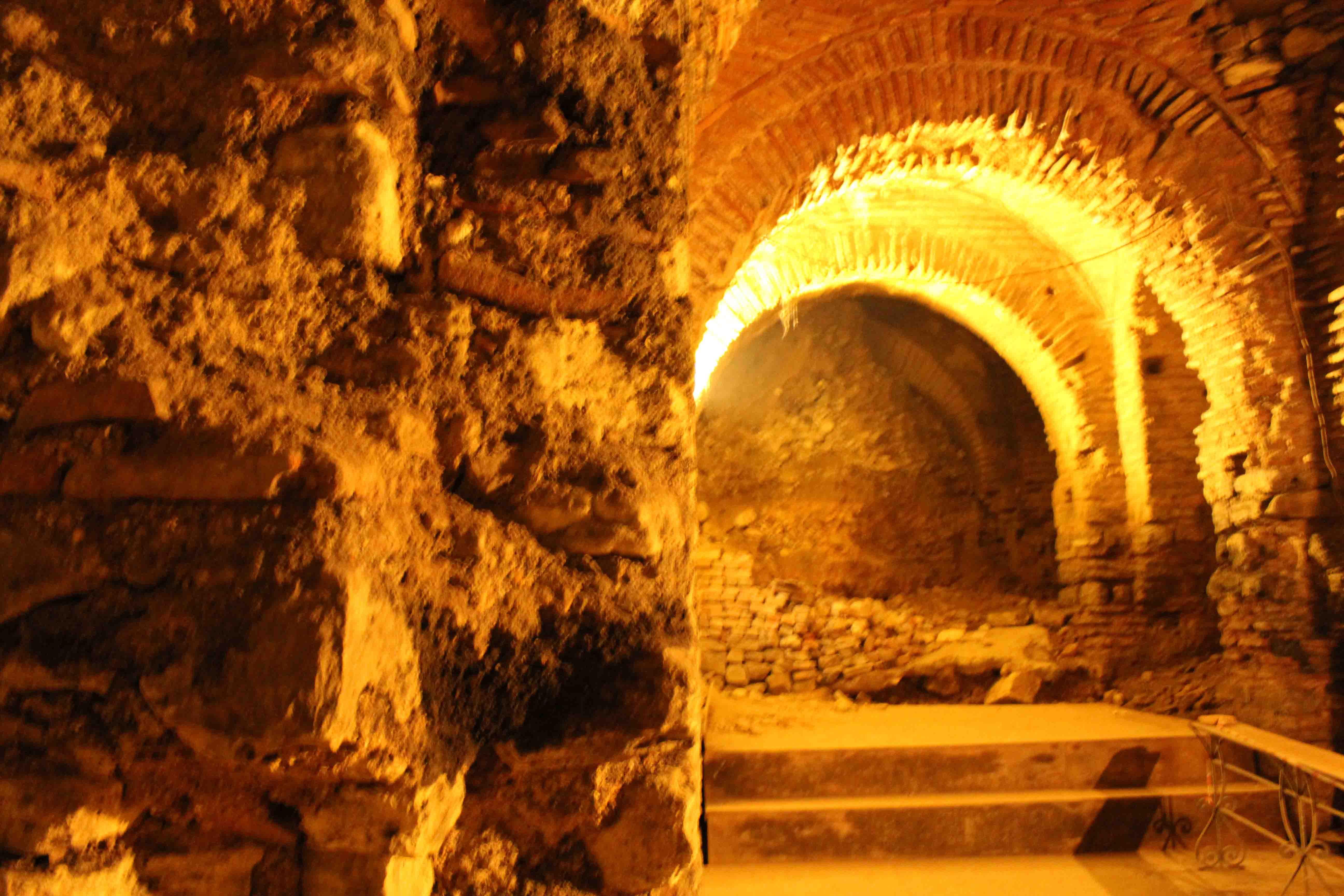 http://www.alburakathisma.com/images/galeri/orjinal/albura-Cistern-87.jpg